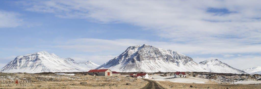 Farmstead below the Mountains